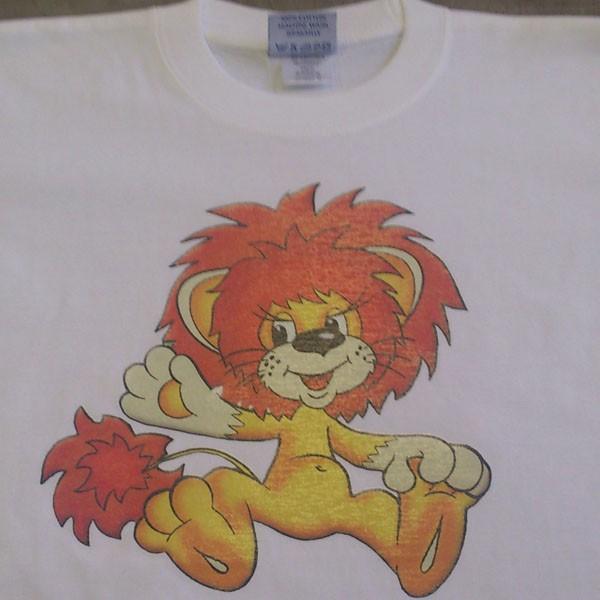 Три сувенирные футболки